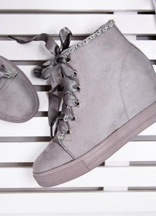 Сникерсы серого цвета на шнуровке!