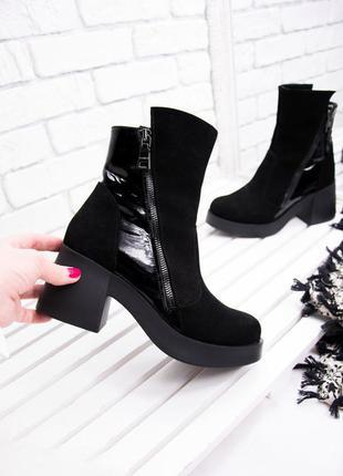 Ботинки замшевые зимние на модном расклешенном каблуке черные,...