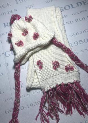 Красивый вязаный белый комплект шапка и шарф