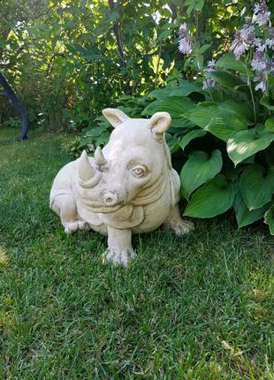 Садовая скульптура Носорог,высота 40см