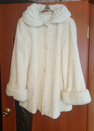 Пальто женское осеннее белое