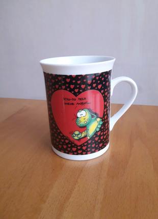 Подарочная чашка ко дню святого Валентина Кто-то тебя очень любит