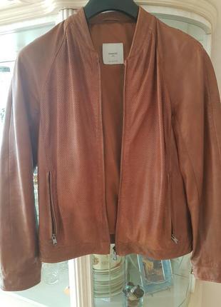 Стильная кожаная мужская куртка mango