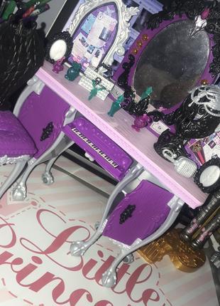 Ляльковий туалетний столик