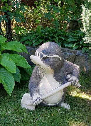 Садовая скульптура Крот из керамики,высота 50см