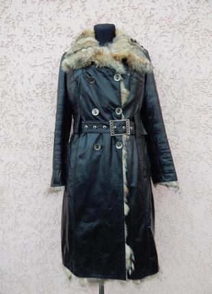 Кожаное пальто на меху волка.