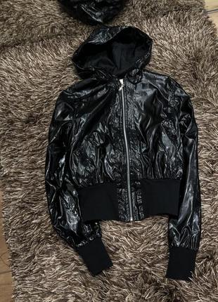 Куртка -ветровка в пайетках