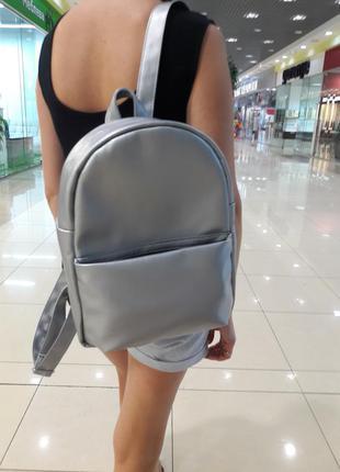 Вместительный серебряный женский рюкзак портфель