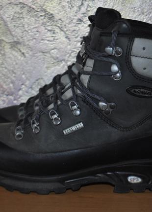 Треккинговые ботинки LOWA для похода в горы, туризма, путешествий