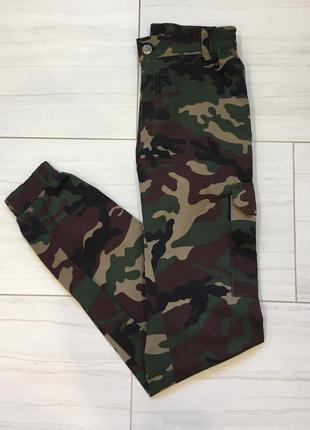 Камуфляжные штаны брюки