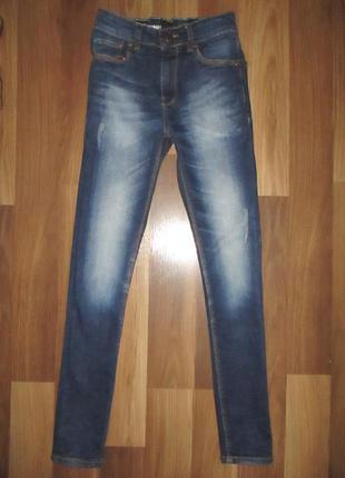 Хорошенькие узкие джинсики фирмы некст на 11 лет