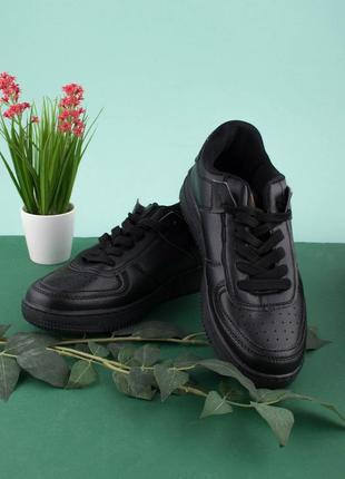 Мужские  кроссовки из эко-кожи на шнуровке