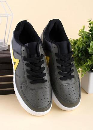 Мужские серо-черные кроссовки из эко-кожи на шнуровке