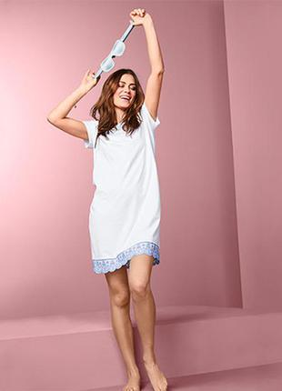 Женская ночная сорочка с вышивкой