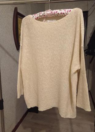 Брендоаый свитер