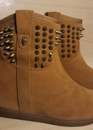 Демисезонные замшевые ботинки Skechers