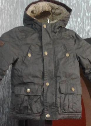 Продам детскую куртку на меховой подкладке, на 3-4 года