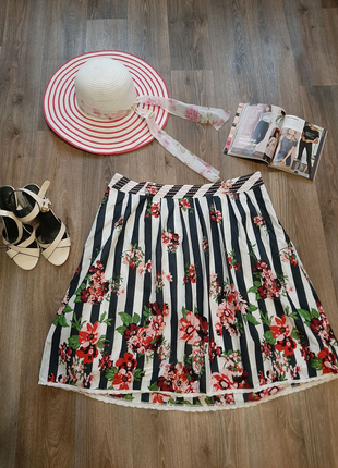 Летняя юбка миди в полоску бренда Tu  50 размера.
