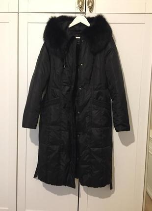 Женское чёрное пуховое пальто с капюшоном и натуральным мехом