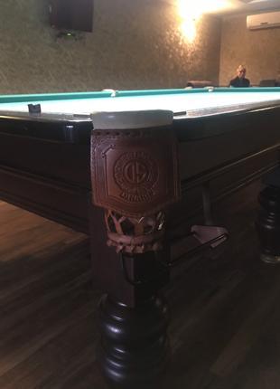Більярдний стіл
