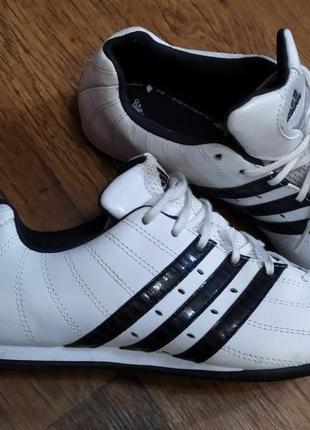 Женские кроссовки adidas. оригинал.