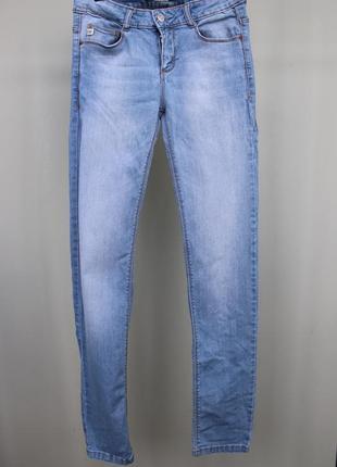 Голубые джинсы pull&bear