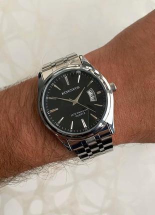 Мужские часы kingnuos серебристые с чёрным с датой