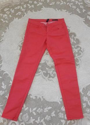 Ярко красные брюки benetton
