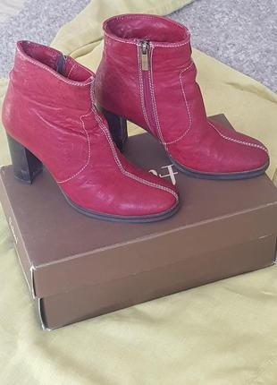 Ботинки  зимние на каблуках бордовые с мехом