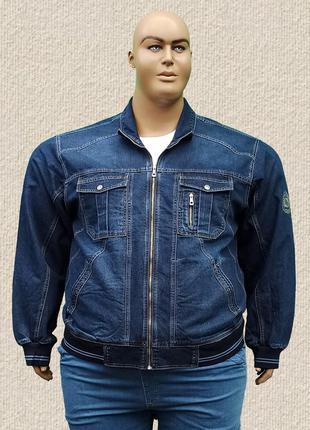 Джинсовая мужская куртка большого размера.
