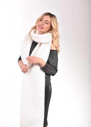 Длинный женкий шарф крупной вязки