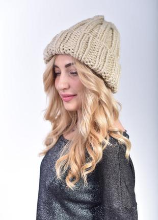 Классическая женская шапка крупной вязки