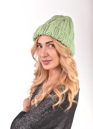 Коассическая женская шапка крупно вязки. есть цвета