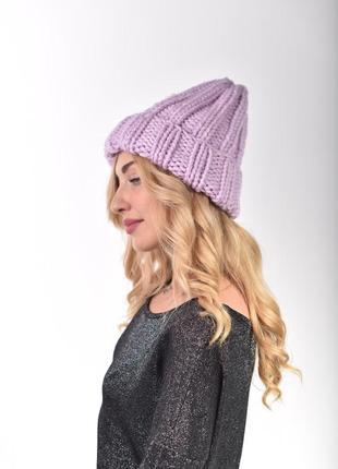 Классическая женская шапка крупной вязки.