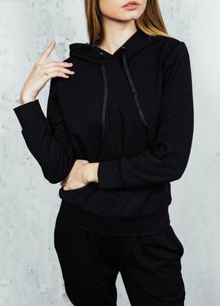 Утепленный женский чёрный костюм