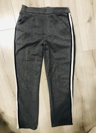 Стильные качественные брюки с лампасами