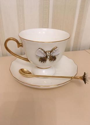 Набор красивая чашка блюдце и золотая ложка