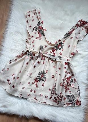 Необычная молочная шелковая блуза в цветы с завязками дорогого...