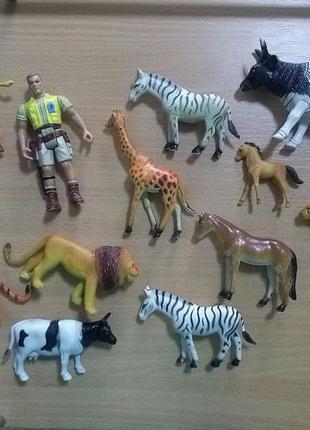 Комплект игрушек,фигурки животных + охотник.