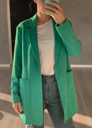 Удлиненный пиджак жакет