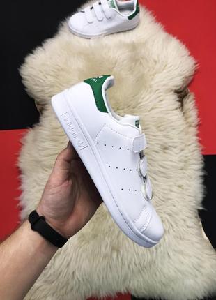 Белые кроссовки унисекс с зеленой пяткой на липучках adidas st...