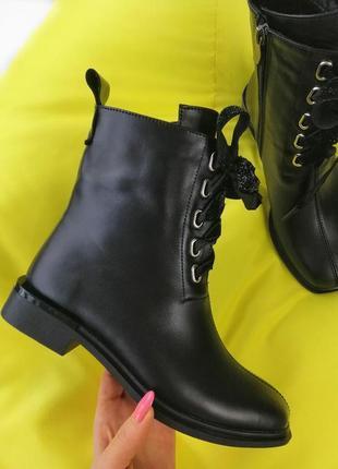 Женские деми ботинки со шнуровкой