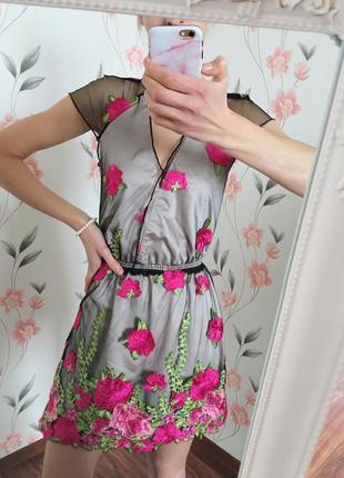 Шикарное платье - сетка с вышивкой , праздничное ,яркое