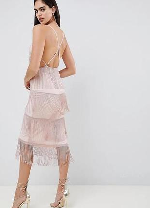 Крутое платье с открытой спиной и бахрамой