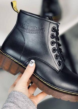 Черные утепленные осенние зимние ботинки берцы в стиле мартинс...
