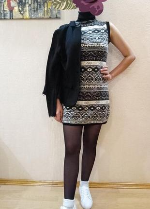 Теплое шерстяное платье с широким горлом