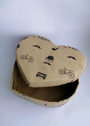 Коробка подарочная сердце в форме сердца