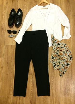 Зауженные черные брюки