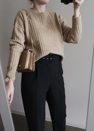 Базовый бежевый свитер джемпер