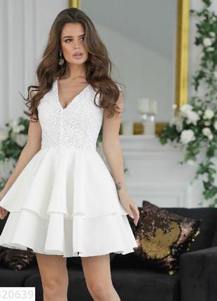 Нарядное вечернее белое выпускное платье с пышной юбкой и круж...